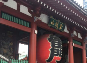 にゃんだらけの会場に向かい途中のある浅草寺
