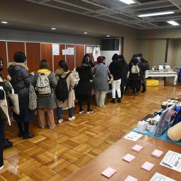 INORANさんのトークショーの整理券に列をなす来場者たち photo by A.Kawasaki